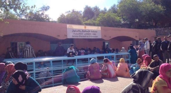 خطير… سماسرة يتربصون بالمواطنين بالمستشفى الجهوي بني ملال ويستغلون ضعف الخدمات للنصب عليهم
