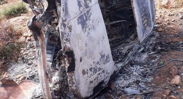 انقلاب سيارة خفيفة بجبال أزيلال والنيران تلتهمها بالكامل ونجاة سائقها -الصور-
