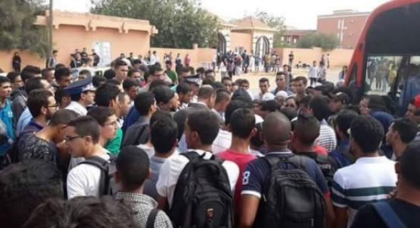 نايضة..طلبة كلية امغيلة ببني ملال يثورون في وجه حافلات الكرامة