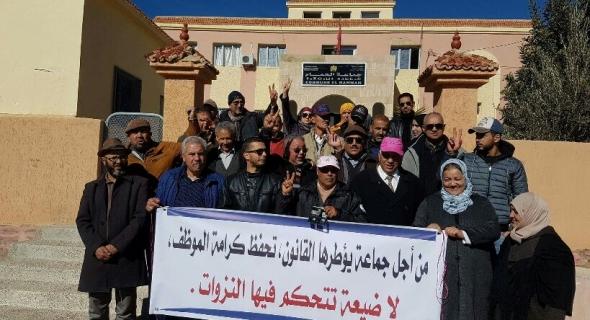 وقفة احتجاجية ضد رئيسة جماعة الحمام بسبب طردها لموظفة تعسفيا  – الصورة-