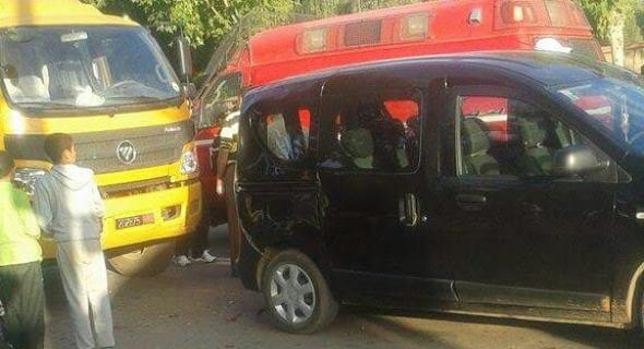 شاحنة تابعة للدولة تصدم سيارة من الخلف وترسل صاحبها للمستعجلات -الصورة-