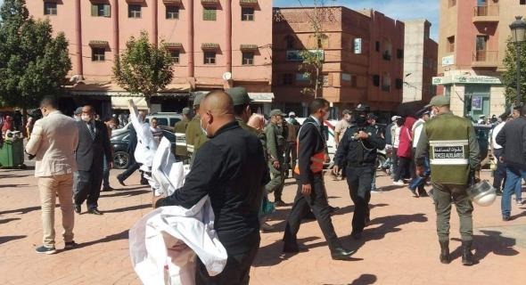 الأطر المجازين المعطلين بأزيلال ينظمون وقفة احتجاجية للمطالبة بالتوظيف و الأمن يُفرقها