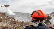 ياربي السلامة وبالفيديو… حريق مهول بايت اعتاب يُجهز على عشرات الأشجار من اللوز والزيتون والوقاية المدنية والساكنة يتدخلون