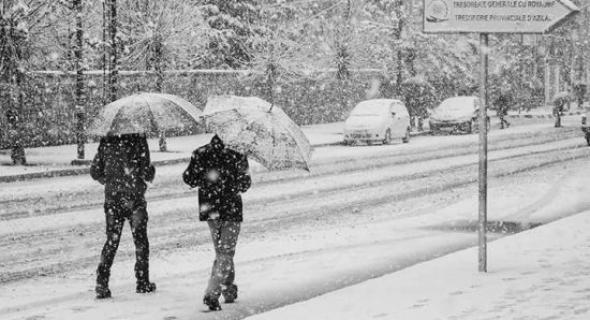 نشرة إنذارية… زخات مطرية وثلوج كثيفة وانخفاض كبير في درجة الحرارة بهذه المدن