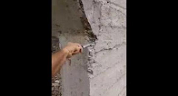 """بالفيديو : فاضح القناطر يظهر بأزيلال ويكشف عن غش خطير بقنطرة """"كارتونية"""" في طور البناء"""
