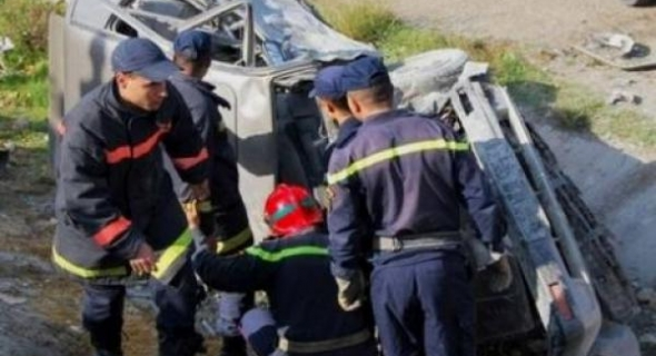 فاجعة… اصطدام عنيف بين سيارة خفيفة وطاكسي كبير متوجه للمطار يسفر عن وفاة واصابات بين الفقيه بن صالح وخريبكة
