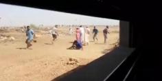 السيبة… فيديو خطير يوثق لحرب شرسة و لمعركة طاحنة بالحجارة بين عائلتين بالفقيه بن صالح
