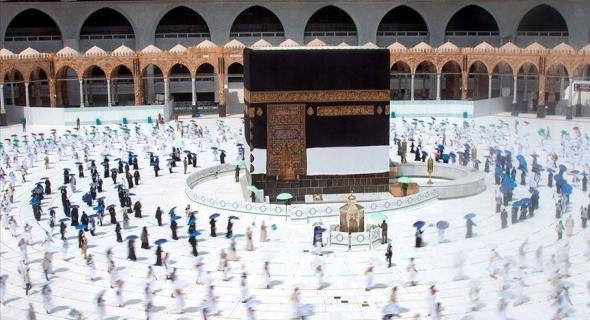 السعودية توافق على إقامة التراويح في الحرمين الشريفين
