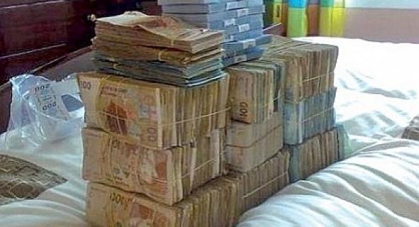 حصري… لبنكة عدها زهر شوية !! … هذا ماعثرت عليه الشرطة القضائية بحوزة مدير البنك المتهم باختلاس 550 مليون سنتيم