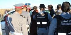 """برافو… الدرك الملكي يطارد شاحنة لتهريب السلع اخترقت """"باراج"""" مراقبة ويحاصرها بالطريق السيار وحجز أطنان من الملابس وتوقيف 3 أشخاص"""