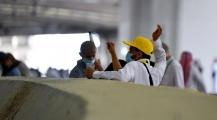 حُجاج بيت الله الحرام يرمون الجمرات في ثاني أيام التشريق والسعودية تعلن نجاح موسم الحج دون إصابات بكورونا