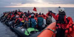 """تنامي الهجرة السرية… عوتني انقاذ ازيد من 180 """"حراك"""" بينهم 68 امرأة و16 طفل كانوا على وشك الغرق على متن 3 قوارب"""